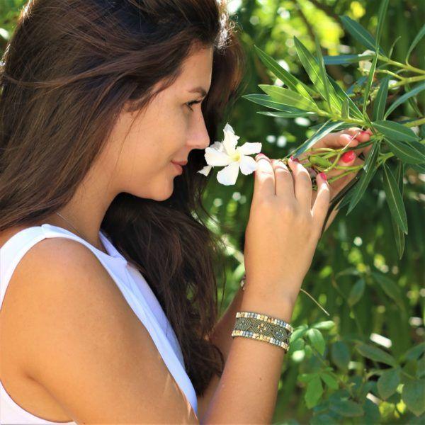 Bracelet Le Nîmois : bijou ethnique pour femme en micro-macrame, hippie style