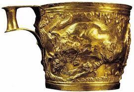 Tazza da Vafio con toro (Laconia); 1600-1500 a.C.; oro lavorato a sbazo;  Atene, Museo Archeologico Nazionale.