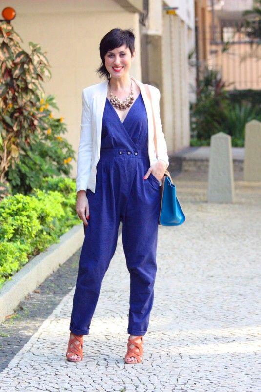 macacao azul com blazer branco