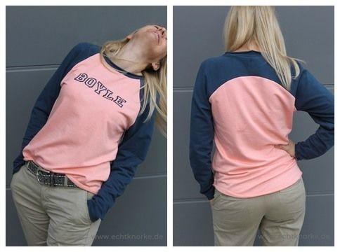 """""""Bethioua"""" ist ein einfach zu nähendes Schnittmuster für ein Raglanshirt mit langen Ärmeln. Die raf- finierte Schnittführung im Rücken lädt zum Kombinieren von Stoffen und Farben ein. Verwendest du einen Streifenstoff für die Ärmel erzielst du einen besonderen Effekt im Rücken (siehe Produktbild). Das Shirt sitzt locker, ist leicht tailliert und hat angedeutete Fledermausärmel. Mit zwei verschiedenen Saumlösungen, gerundet oder gerade, und unterschiedlichen Stoffkombinationen kann der Look…"""