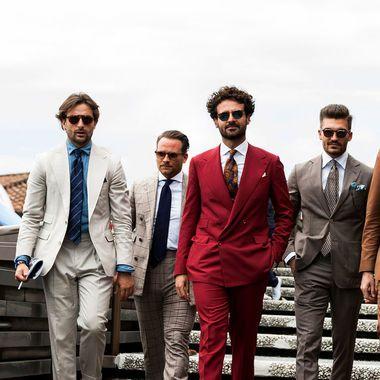 Британца мы узнаем по твидовому костюму, немцы любят мешковатые брюки и грубые ботинки, а у французов разные шарфы на каждый день. Самое время выяснить, что предлагают носить итальянские мужчины.