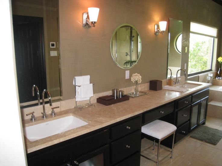 Double sink vanity with makeup area bathrooms for Bathrooms for small areas
