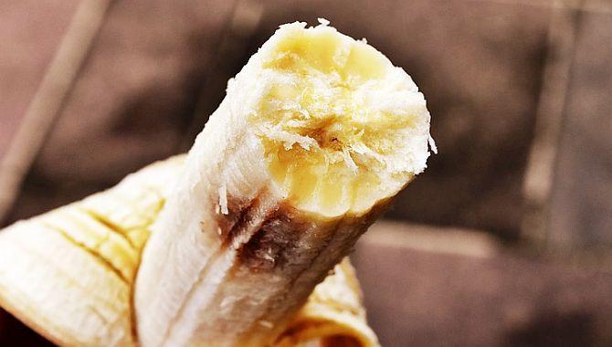 Călugării din vechime consumau o banană pe zi pentru scăderea riscului unui infarct. O singură banană ne poate oferi 467 mg de potasiu - un mineral important pentru controlul ritmului cardiac și a tensiunii arteriale - și doar 1 mg de sodiu.