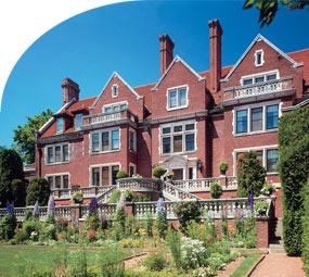 another favorite of duluth: the glensheen mansion.  i could see it a million times and never get sick of it - history at its best!