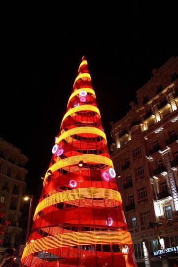 A perfect route for seeing the 2012 Christmas lights in Madrid. From Puerta del Sol, to Gran Vía and Puerta de Alcalá, don't miss Madrid's holiday spirit!