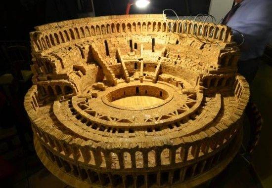 Italian Sculptor Creates Miniature Colosseum from 10,000 Corks. Crazy amazing!