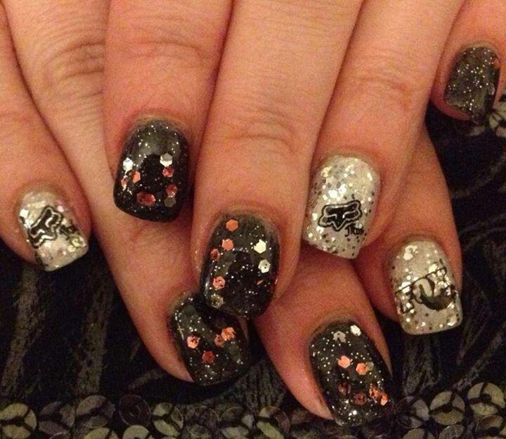 Cute fox racing nails!