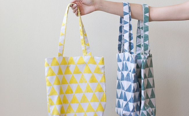 Something about spring makes me want to decorate tote bags. Need a new bag for summer camp? A bag for a birthday party? A bag for the beach? You see where I'm going…. And sometimes you think, what else is there to do with a tote bag than pencil polka dots? Well, friends, here are…