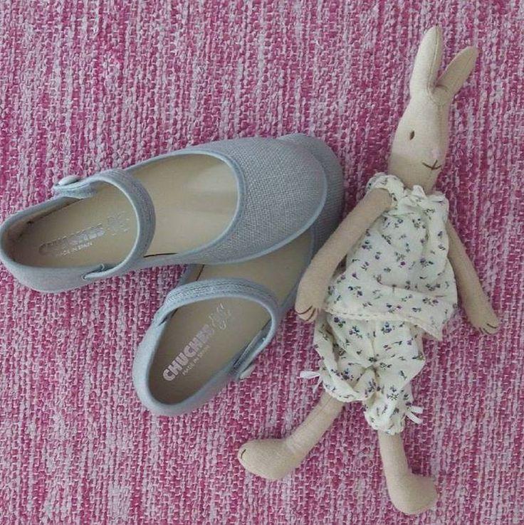 ¡Las merceditas más juguetonas! La infancia está llena de momentos únicos 😊  📷 @mamidetress  #Chuches #CalzadoChuches #CalzadoInfantil #ZapatosChuches #Niñas #Pequeñas #CalzadoNiños #CaminitosDulces #PasitosDulces #CalzadoComodo #Descubrir #Jugar #Reír #Diversión #Andar #Caminar #Explorar #Shoes #Kids #Shoesforkids #Disfrutar #Merceditas #Infancia