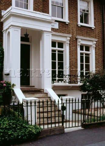 168 best london townhouse exteriors images on pinterest for Townhouse exterior