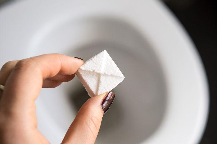 Zelf wc-blokjes maken met baking soda, citroenzuur en etherische olie is goedkoop, scheelt veel afval en is helemaal natuurlijk!