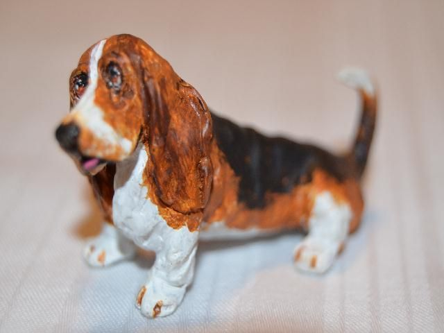 1985 Dollhouse Miniature Basset Hound by Artisan Gail Morey Signed
