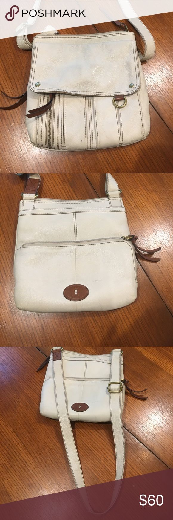Authentic Morgan Traveler Fossil Bag This is a crossbody Fossil bag. This bag has been used a lot but is still in a good condition! I haven't reached for this bag in a while so I'm hoping someone else will have better use for it! Fossil Bags Crossbody Bags
