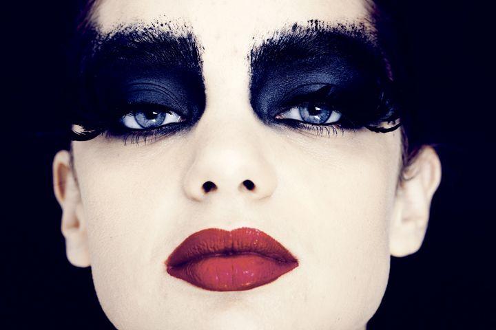 Black Swan make up photoshoot Zareen Shah 02