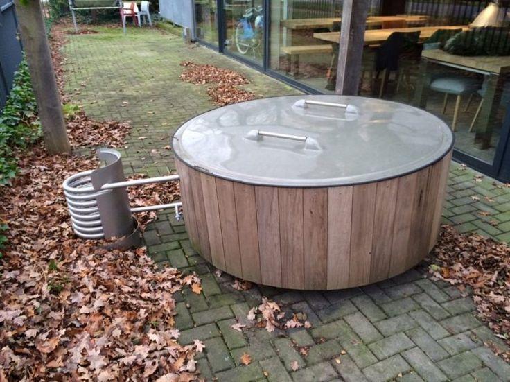 zur Badetonne gehört ein Deckel, um das Wasser vor Verschmutzung zu schützen