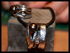 zilveren hanger en ring met zoetwaterparel