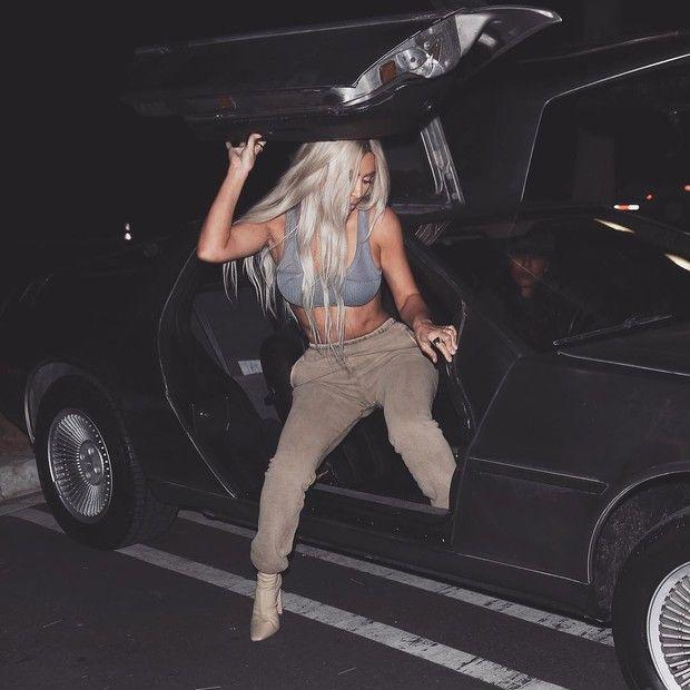 Fotos de Kim Kardashian que inspiraram a campanha da Yeezy Season 6 (Foto: Reprodução/Instagram)