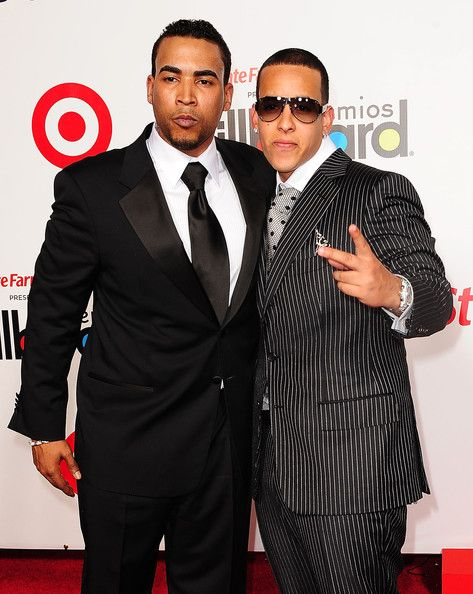 Daddy Yankee Photos Photos - Singer/actor Don Omar and singer Daddy Yankee attend the 2009 Billboard Latin Music Awards at Bank United Center on April 23, 2009 in Miami Beach, Florida.  (Photo by Gustavo Caballero/Getty Images) * Local Caption * Don Omar;Daddy Yankee - 2009 Billboard Latin Music Awards - Arrivals