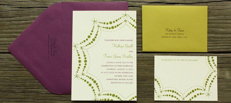 tabrak warna yang cocok banget dilakukan oleh pembuat kartu undangan pernikahan ini