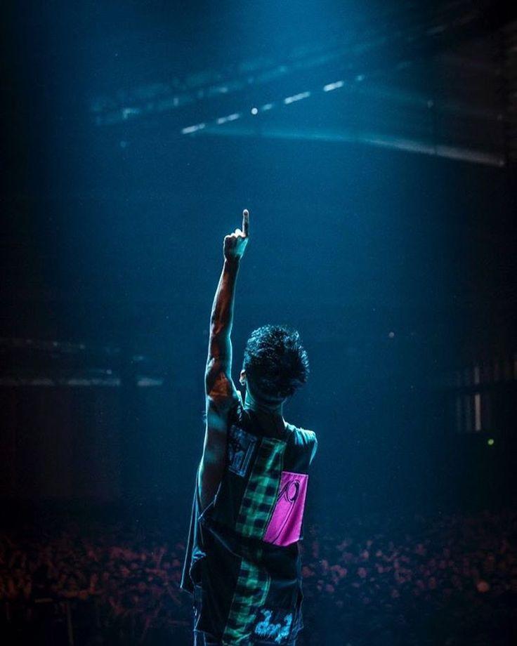 いいね!4,357件、コメント6件 ― ONE OK ROCK WORLDさん(@oneokrockworld)のInstagramアカウント: 「_ A-Sketchツイッターより  _ 今日はONE OK ROCKのボーカルTakaさんのお誕生日!おめでとうございます _ _…」