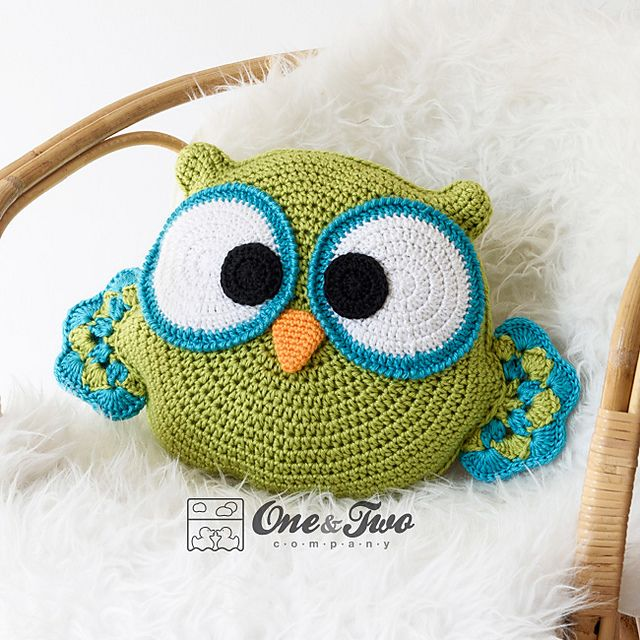 Ravelry: Ollie the Owl Pillow pattern by Carolina Guzman - paid pattern