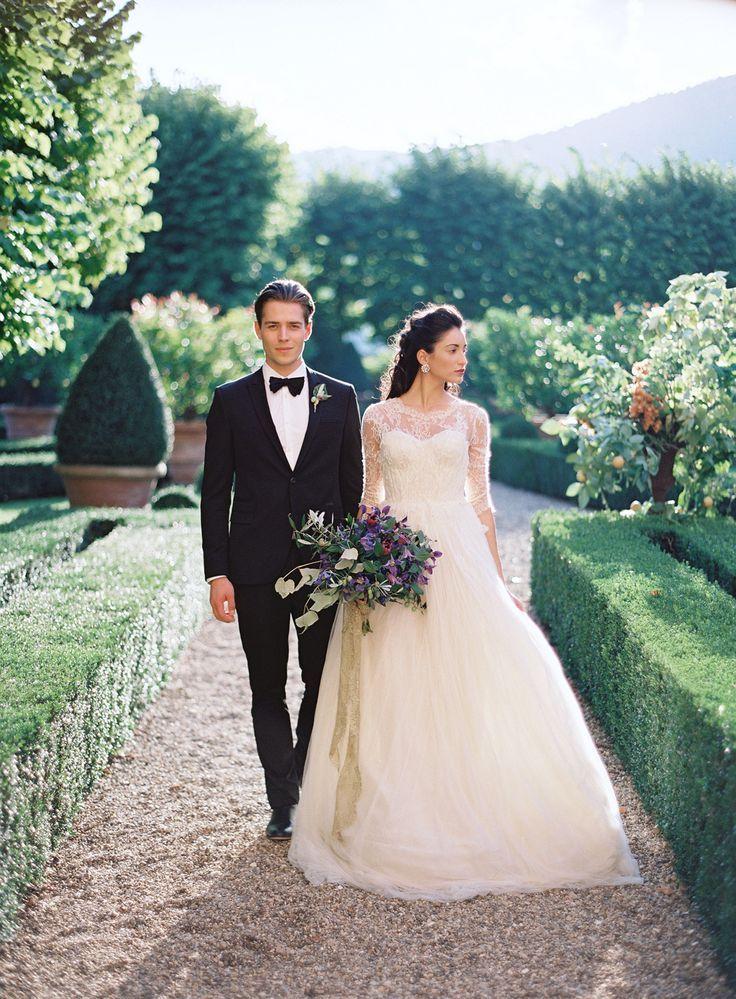 couple walking, mediterranean wedding decor, mediterranean plants, Hochzeitsinspiration Mediteran, mediteranes feeling, Hochzeitsdekoration, Hochzeitsthema, wedding theme