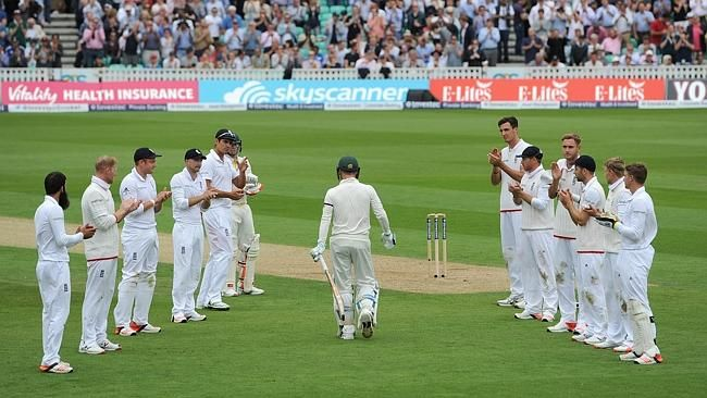 A touching farewell to skipper Michael Clarke with a guard of honour lead by Alastair Cook at day 1 of the final Ashes test match yesterday.