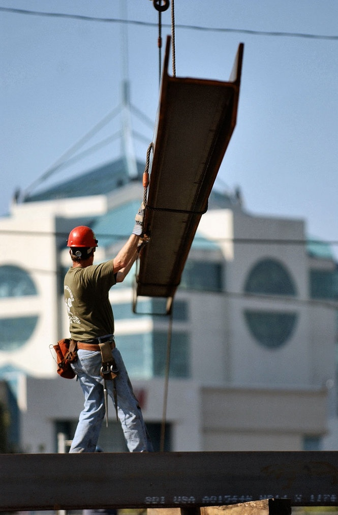 Iron workers unload steel for construction of Destiny USA: Steel Workers, Lights Jeans, Usa Emnatwork, Emnatwork Meninuniform, Carousels Mall, Irons Head, Light Jeans, Irons Workers, Construction Workers