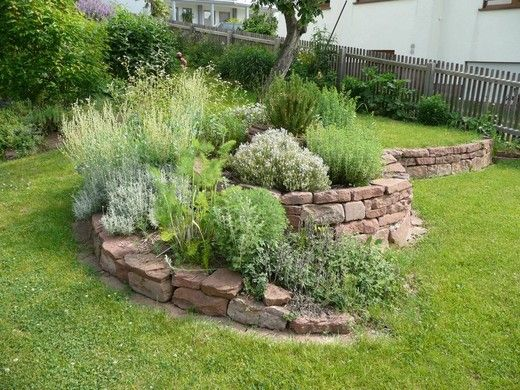 Garten - Trockenmauer - Naturstein - rock wall - Kräuterspirale