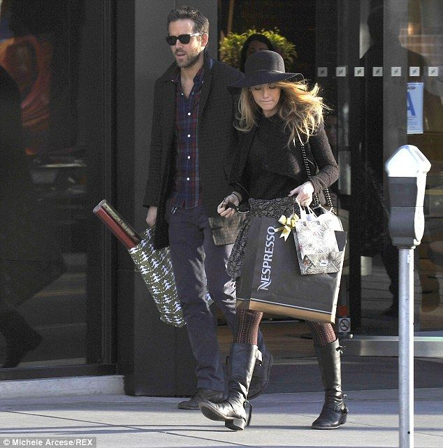 Ryan Reynolds and Blake Lively enjoy a day of Christmas shopping in Beverly Hills, 12-14-13.