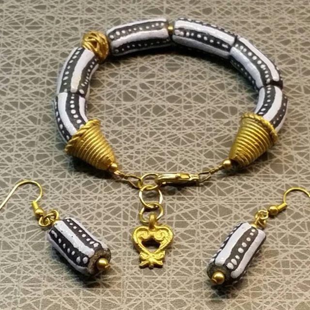 Det hann bli ett set med örhängen och armband (21 cm inkl. förlängning) också 😄