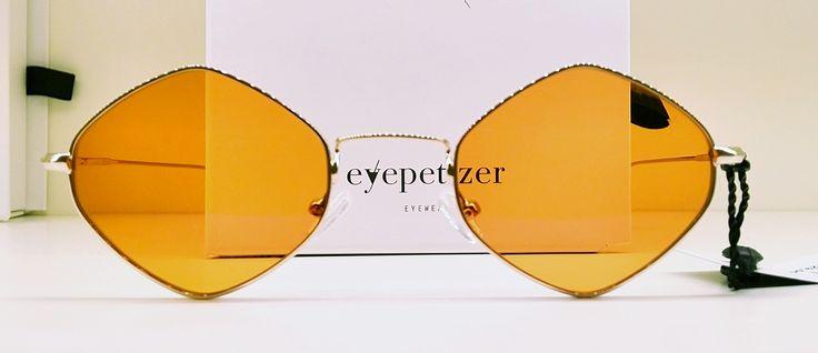 eyepetizer mod. FLORE .montatura in acciaio ultraleggero .lenti colorate cat. 2 UV400 .antiriflesso interno ed esterno in dodici strati .prodotti in Italia