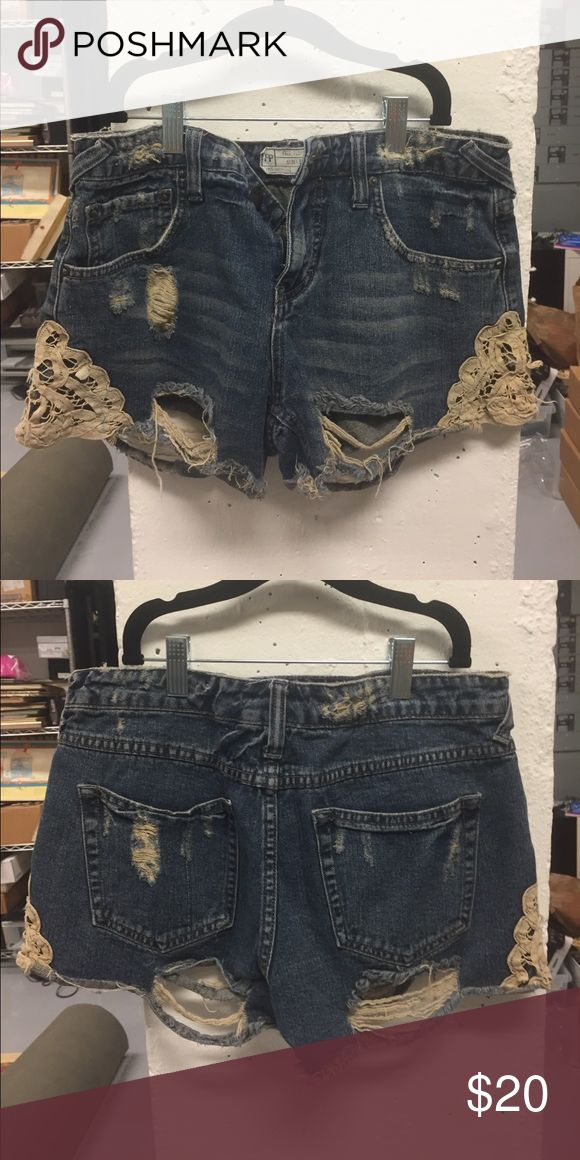 🎉Free people tattered jean shorts 🎉 So cute and loose fit jean shorts with lace design on the ends and a tattered rips in front and back Free People Shorts Jean Shorts