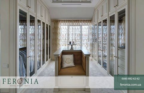 Гардеробная - это особое место в каждом доме. Она расскажет о хозяине дома гораздо больше, чем любая другая комната. Декор интерьера в стиле арт деко сочетает различные оттенки, монохром и геометрический орнамент. Стиль уверенных в себе людей. #feronia #идеидекора #мебель #идеи
