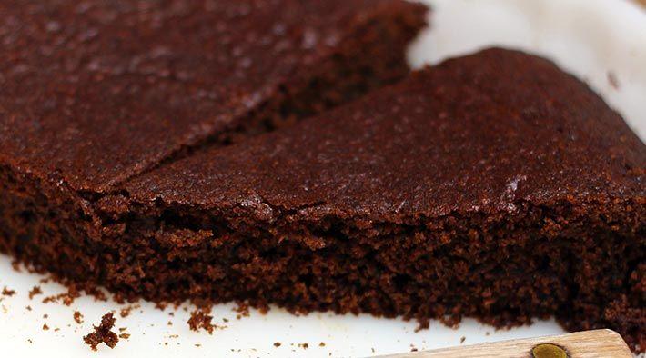 Low Carb Rezept für einen leckeren Low-Carb Schokoladenkuchen. Wenig Kohlenhydrate und einfach zum Nachkochen. Super für Diät/zum Abnehmen.