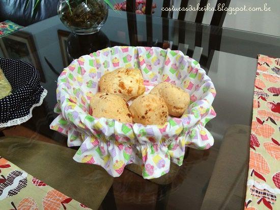 capa de tecido para cestinha de pão. http://costurasdakrika.blogspot.com.br
