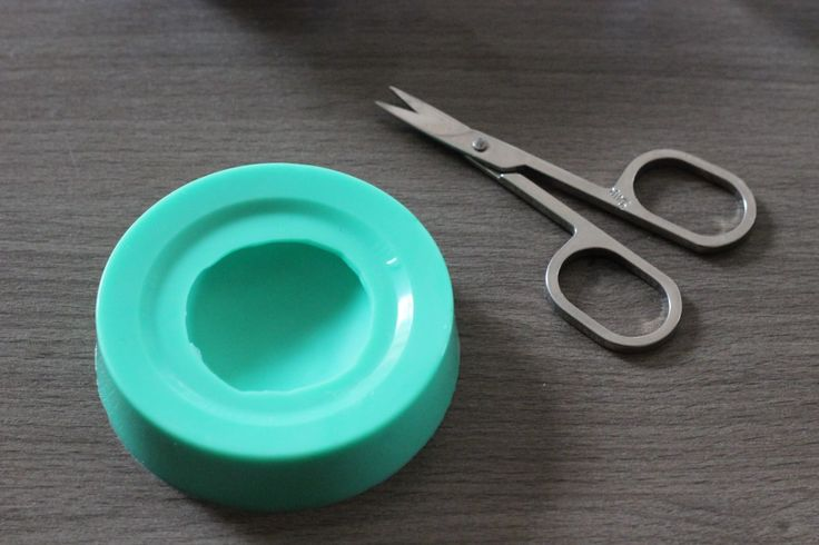 Eine Form für Gießharz-Schmucksteine herstellen