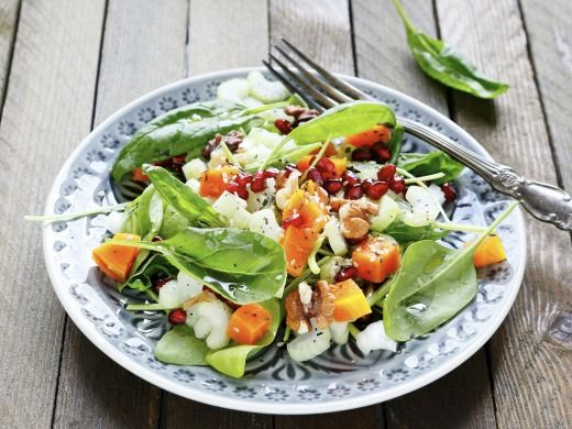 Spinach salad with pumpkin, walnuts and pomegranate ¼ small pumpkin Hokkaido diced 300 g of washed spinach leaves 4 stalks celery sliced a handful of walnuts grains from whole pomegranate 1 teaspoon sesame seeds Knorr Salad dressing herb Spinach leaves mixed with chopped pumpkin cubes, chopped celery and Knorr prepared salad dressing herb. Add grains of pomegranate, walnuts and sesame seeds. Still a little stir and serve.