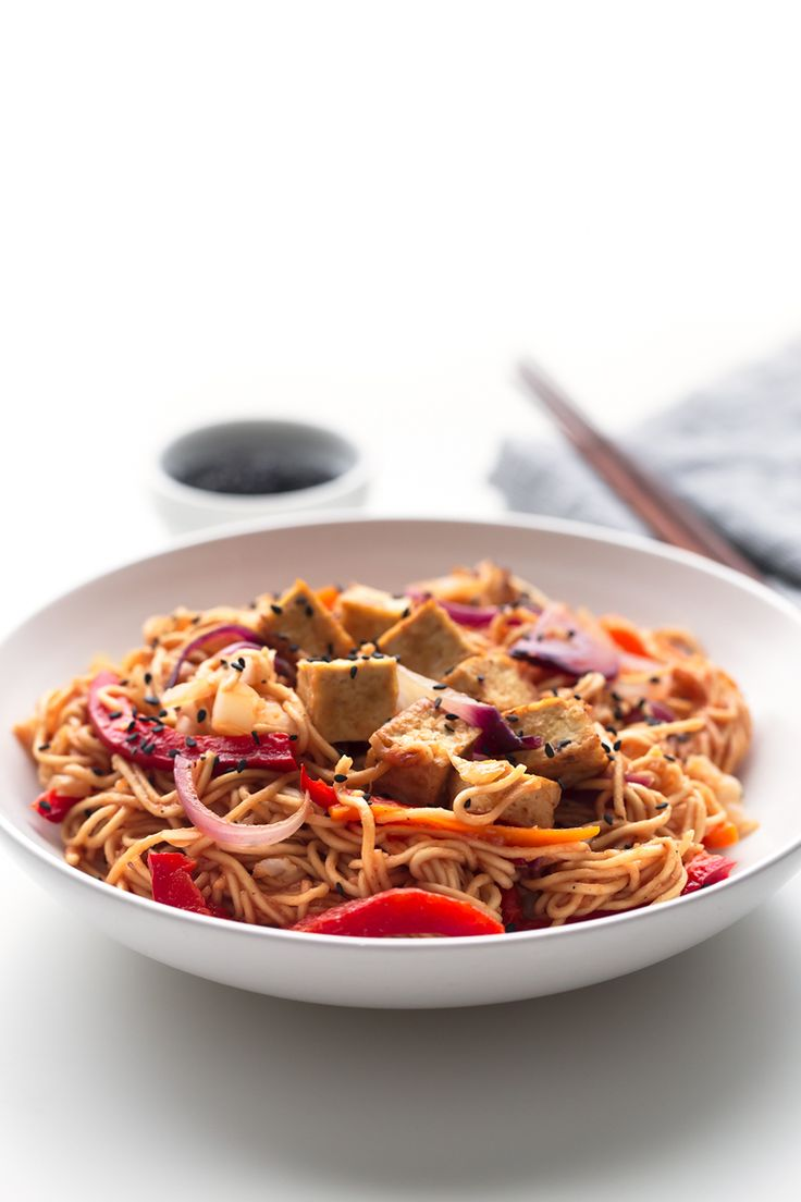 Vegan Yakisoba - Our vegan yakisoba is a low-fat, plant-based, healthy version of this typical Japanese dish and is made in just 30 minutes.