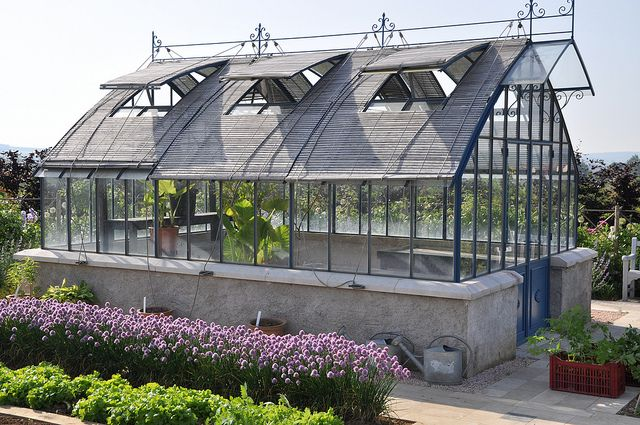Green house envy … for the gardener in me dying to come out.