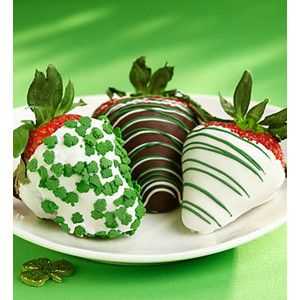 St. Patrick's Day Chocolate Covered Strawberries ~ Make them the same way you would make traditional chocolate dipped delights but season them with green garnishing like green icing or green sprinkles