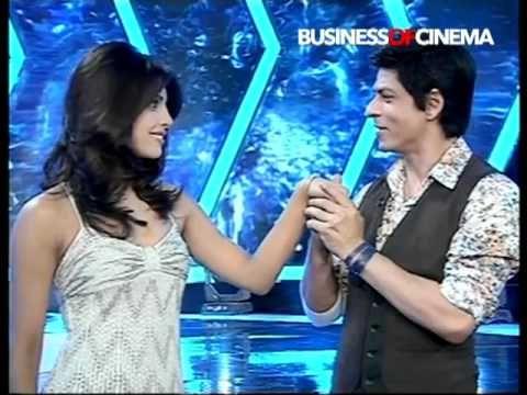 Shah Rukh Khan proposes to Priyanka Chopra in Don style