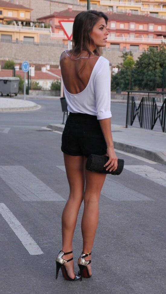 фото девушек со спины в мини юбках