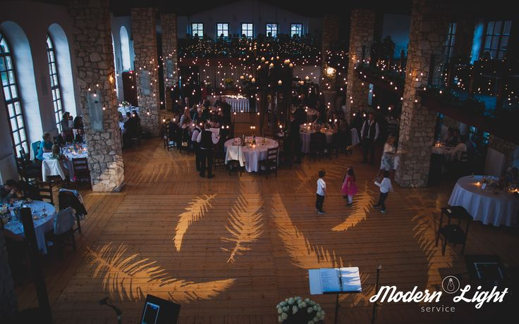 Pięknie oświetlona Oranżeria w Dworze w Tomaszowicach #wesele #DworTomaszowice #wedding #weddingideas #decoration #light #lightdecor  www.dwor.pl