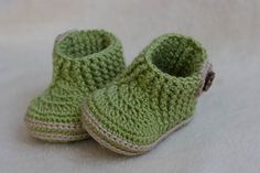 This listing is a PDF PATTERN ONLY , NOT finished product. You are not buying a finished pair of booties.  ***** Cute Baby Boy Booties green color with wood button from cotton yarn (you can use any kind of yarn worsted weight yarn or acrylic yarn). Very great model with stretch top! Hook 5 mm - 11 cm (sole)   Using different hook`s size you can make following sizes: True Newborn | 0-3 months | 3-6 months | 6-12 months  I do not write a different number of stitches to get different sole…