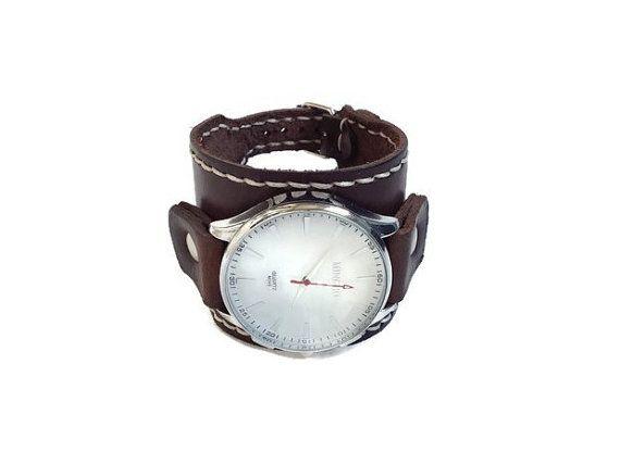 Watch los hombres de cara grande de cuero reloj ronda los hombres reloj cuero marrón oscuro reloj banda reloj blanco de la cara los hombres reloj de hombres mejor muñeca reloj  He diseñado este reloj de pulsera de cuero única por mí mismo. Es un nuevo y nunca se ha usado. La venda de reloj se hace con un real, alta calidad de cuero oscuro marrón. El cuero es cortado a mano y cosida a mano utilizando encerado hilo. Se envuelve alrededor de su mano y le da una gran mirada de moda. También hay…