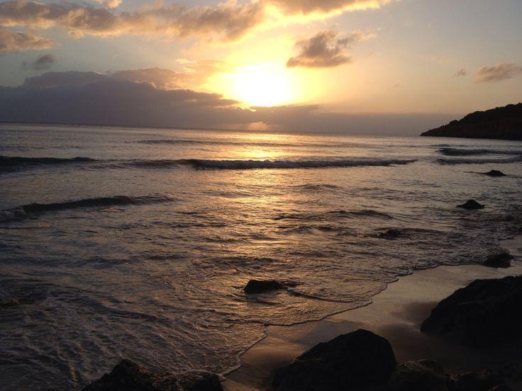 (20/04/15) 4 CONSEJOS BASTAN PARA DESCUBRIR MENORCA.   http://www.mnkvillas.com/blog/4-consejos-bastan-para-descubrir-menorca  Hoy te traemos los tres consejos básicos que todo viajero debe saber para conocer #Menorca en su totalidad. ¿Te los vas a perder?...  MNK Villas Alquiler de casas y villas en Menorca - Islas Baleares (España) www.mnkvillas.com/info@mnkvillas.com (+34) 971 153 571 #alquilervillas #alquiler #alojamiento #vacaciones #turismorural #alquilermenorca #alojamientomenorca