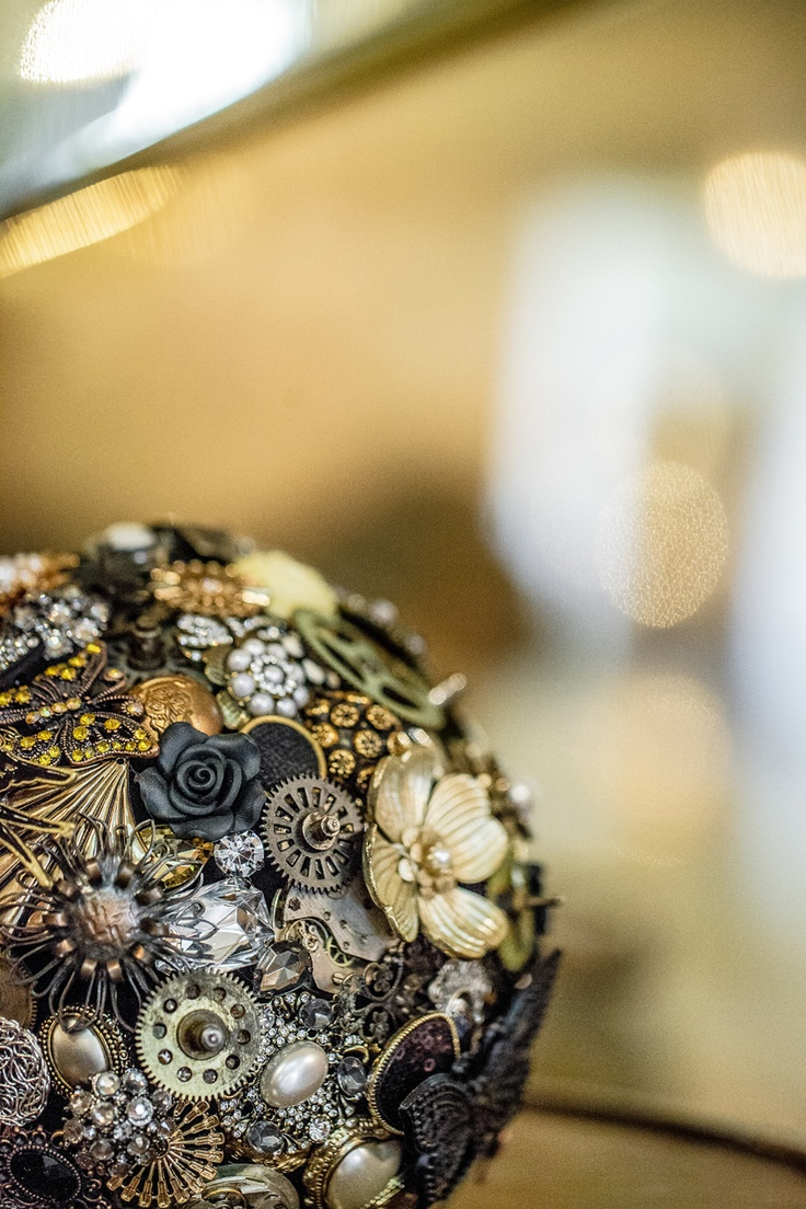 Steampunk brooch bouquet by Bukieteria (PL), fot.: http://2xfoto.pl