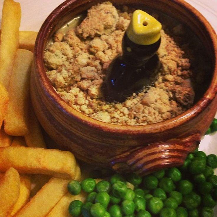 Love love love this little blackbird in the pie