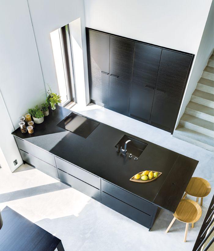 Pelkistetty minimalistinen muotokieli ja väritys antavat vapaammat kädet muuhun sisustukseen. A la Carte -keittiöt, ovimallit Zero ja Moderato. | #keittiö #kitchen